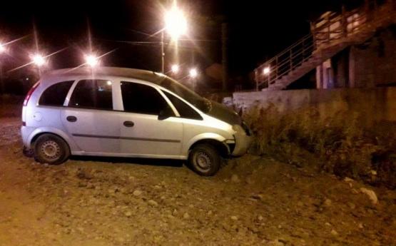 Violó la cuarentena borracho y terminó despistando con el auto