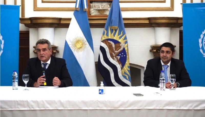 El Ministro de Defensa de Nación junto al Ministro de Seguridad de Santa Cruz.