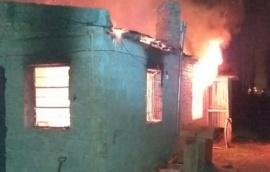 Incendio consumió una casa y no saben quién es el dueño