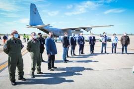 Llegó a Córdoba el avión Hércules que transporta respiradores