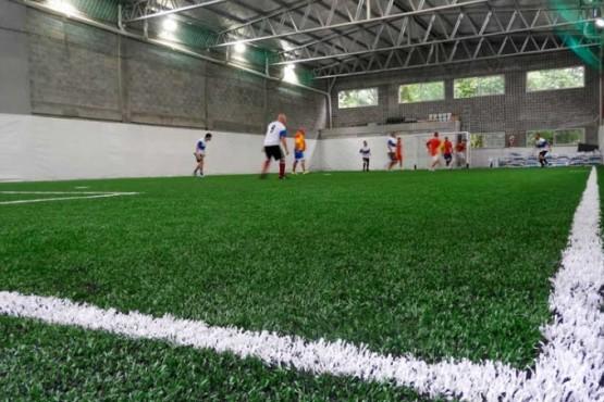 Evalúan un protocolo para reabrir canchas de papi fútbol