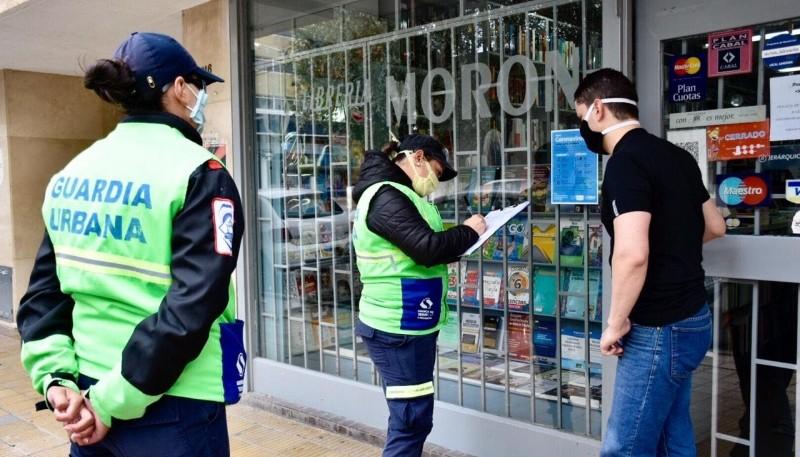 Covid-19: Más de 50 agentes municipales recorrieron comercios