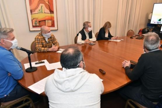 Arcioni dialogó con los intendentes acerca de la apertura comercial