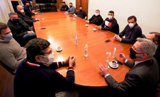 Reunión encabezada por Arcioni.