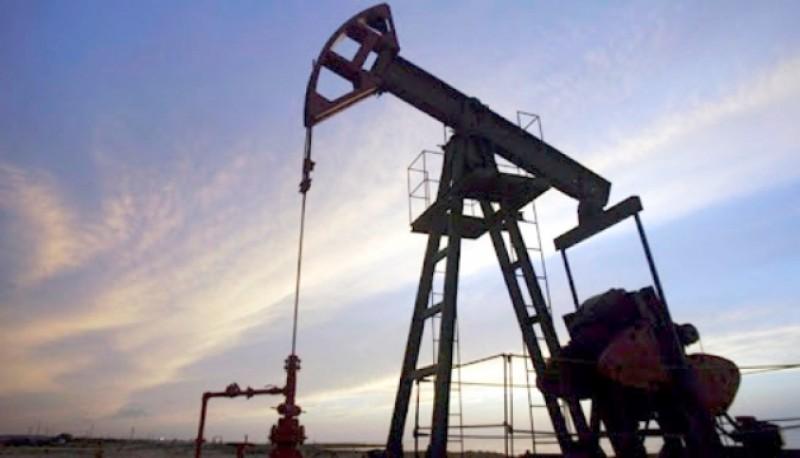 La actividad petrolera pasa por diversos conflictos por falta de pago. (Archivo).