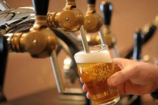 Tiran 10 millones de litros de cerveza por la cuarentena