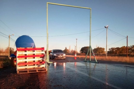 Municipio instaló un arco de desinfección automatizado en la ruta 7