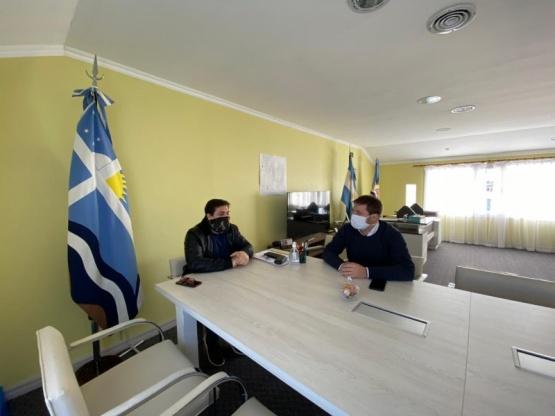 El Ministro de Gobierno recorre Puerto Santa Cruz