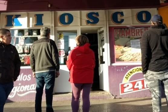 Audio: Vecina indignada porque kioscos venden cigarrillos a $250 (C.G)