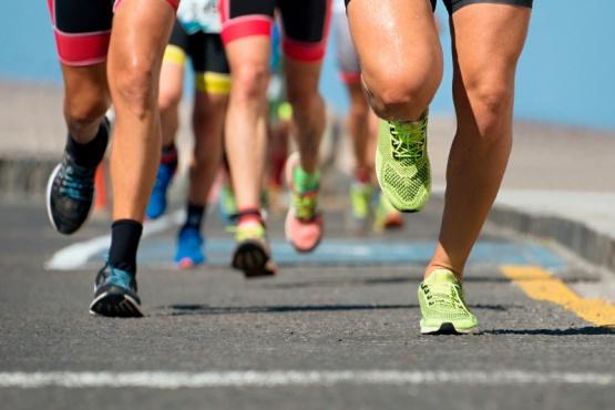 Runners en acción y a la espera.