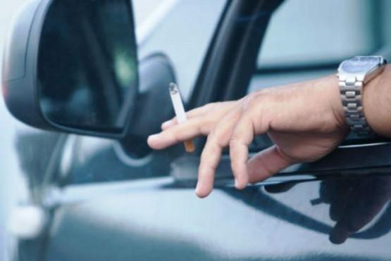 Prendió un cigarrillo y se lo robaron en un semáforo