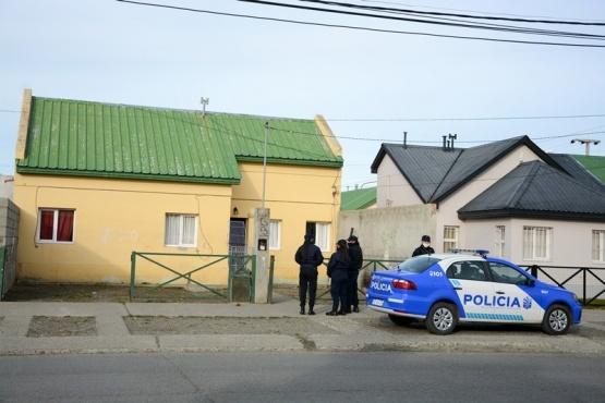 Vivienda allanada por el personal de la Comisaría Primera. (Foto: F.C.)