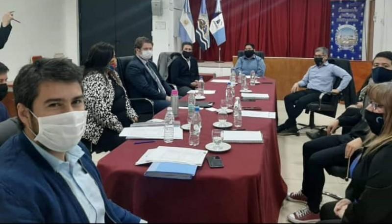 Reunión de concejales y municipio.