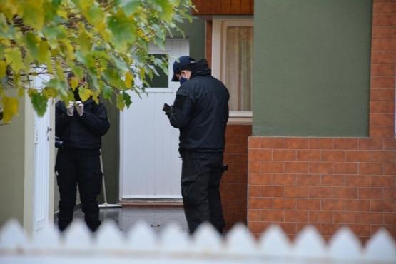 Policías trabajando en el lugar (Foto: C. Robledo).