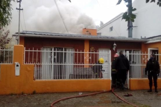 Incendio en el quincho de una vivienda (foto C.R.)