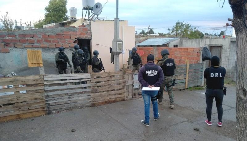 Policía del Chubut realizó importantes allanamientos en Trelew