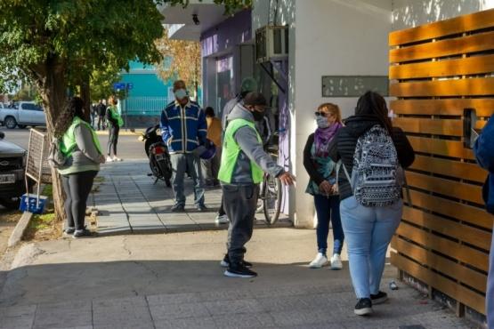 Municipales refuerzan la campaña contra el COVID-19 en los comercios