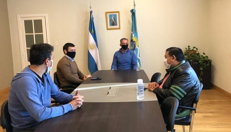 """Arcioni evaluó con """"Loma"""" Ávila la situación del sector petrolero"""