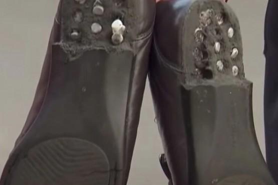 Un hombre buscó desinfectar los zapatos y el liquidó los destruyó