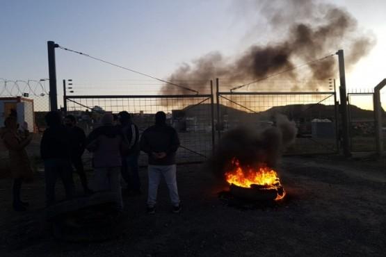Trabajadores reclaman por el pago de sueldos en Edvsa