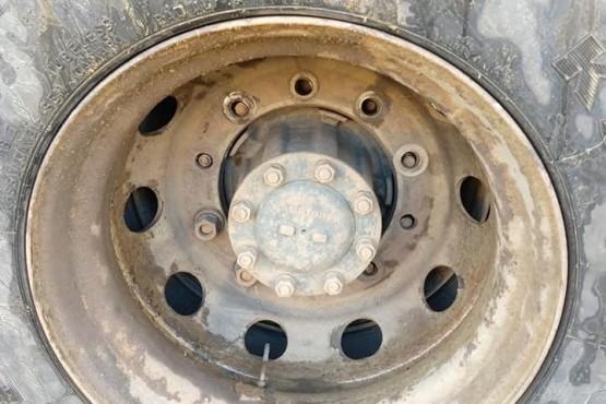 La rueda del camión.