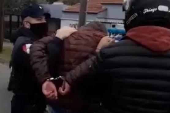 Fueron filmados mientras robaban en un semáforo