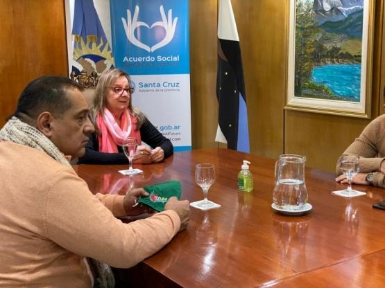 Alicia firmó el convenio para la ampliación del Hospital de Los Antiguos
