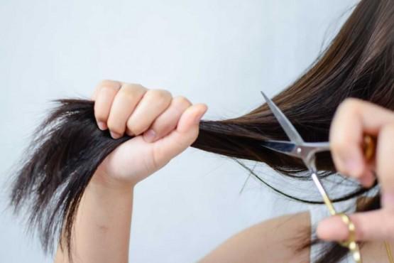 Cómo cortarse el pelo en capas uno mismo en 5 simples pasos