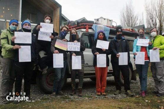 Turistas extranjeros piden que les dejen conocer el Glaciar antes de irse