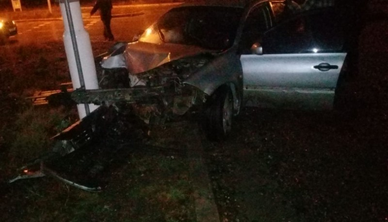 El vehículo con grandes daños materiales.