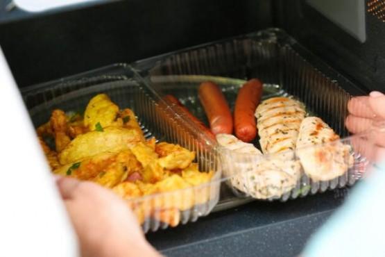 Expertos revelaron los efectos negativos de calentar los alimentos en recipientes de plástico