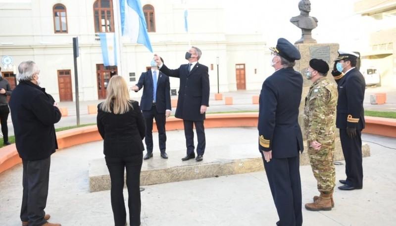 Arcioni participó del acto por el 210º Aniversario de la Revolución de Mayo