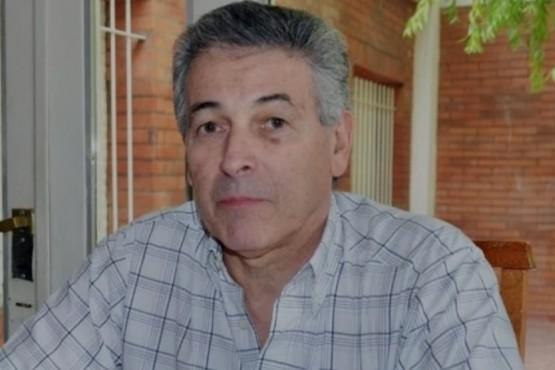 Un ex concejal le pidió a Arcioni dar un paso al costado
