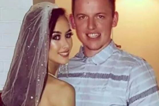 Una pareja se tatuó la fecha de su casamiento, pero el coronavirus los obligó a cancelarla