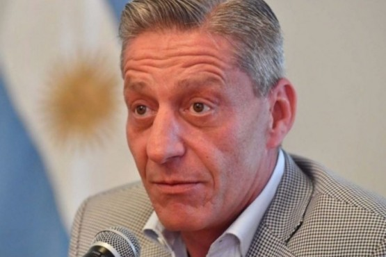 Arcioni viaja a Buenos Aires a firmar convenio de asistencia a la provincia