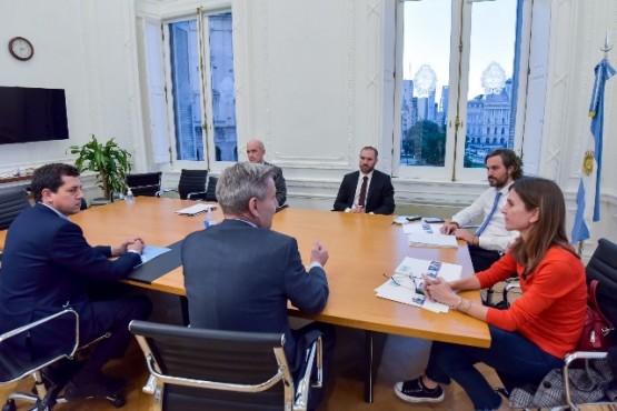 Arcioni con funcionarios de Nación.