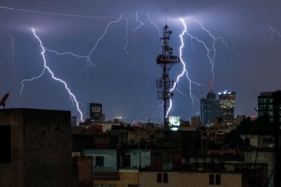 Motivos para no bañarse o lavar los platos durante una tormenta eléctrica