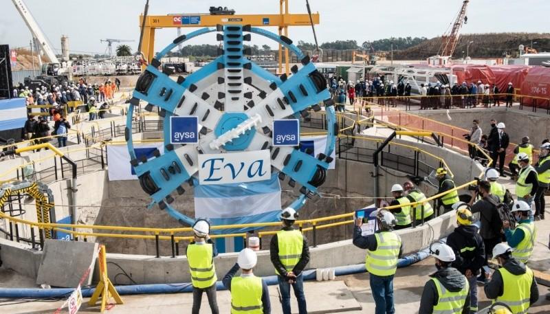 El Presidente encabezó la bajada de una tunelera que dará agua potable a millones de vecinos