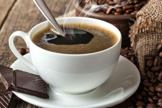 Recalentar el café, un error común que se debe evitar lo más posible