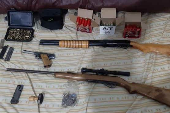 Allanaron una casa por robo y secuestraron varias armas de fuego