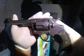 La policía secuestro un arma de fuego en un allanamiento
