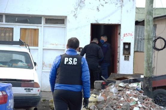 En la vivienda se secuestró una prenda de vestir de policía. (Foto: C.R.)
