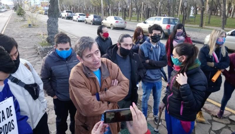 El reclamo frente al Municipio de Río Gallegos (Foto C.R.)