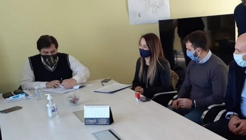 Firmaron convenios para la extensión de redes de gas en Puerto Santa Cruz