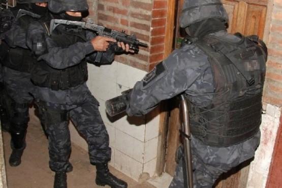 Secuestran municiones y sustancias prohibidas en tres allanamientos