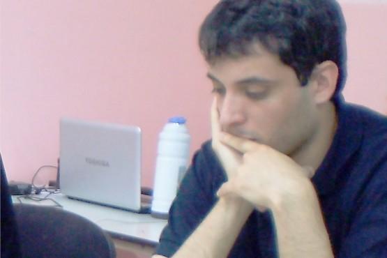 Uno de los representantes de la ADAR en acción.
