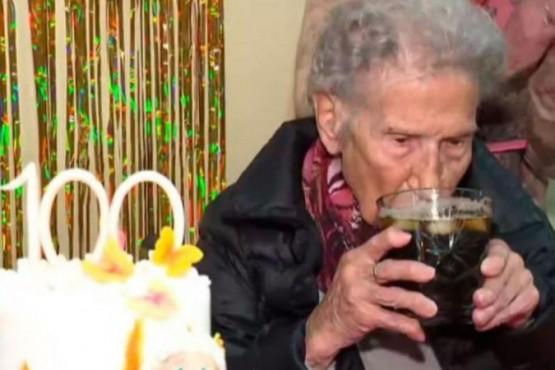Una anciana celebró sus 100 años y reveló el secreto de su longevidad