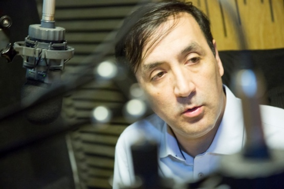 Grasso en los estudios de Tiempo FM.