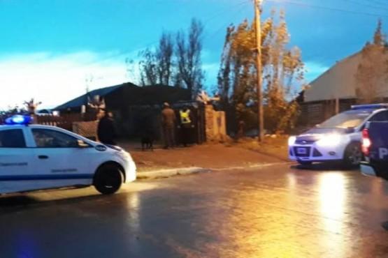 Allanamiento y dos detenidos por fuga de control policial