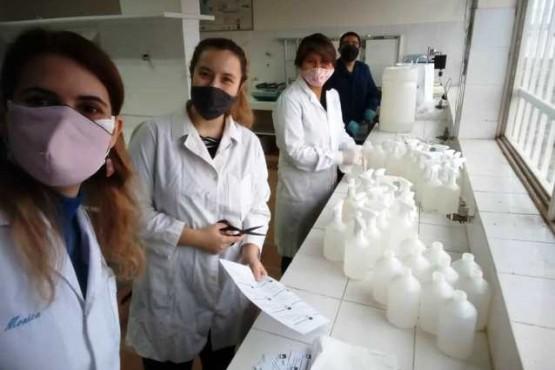 Elaboración de sanitizante en la UNPA-UARG.